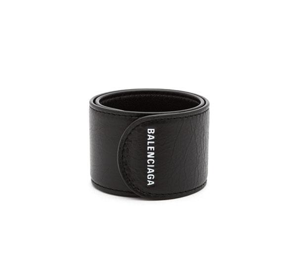 발렌시아가 사이클 로고 프린트 팔찌 블랙 / BALENCIAGA Cycle logo-print snap bracelet