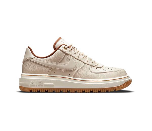 나이키 에어 포스 1 럭스 펄 화이트 / Nike Air Force 1 Luxe Pearl White